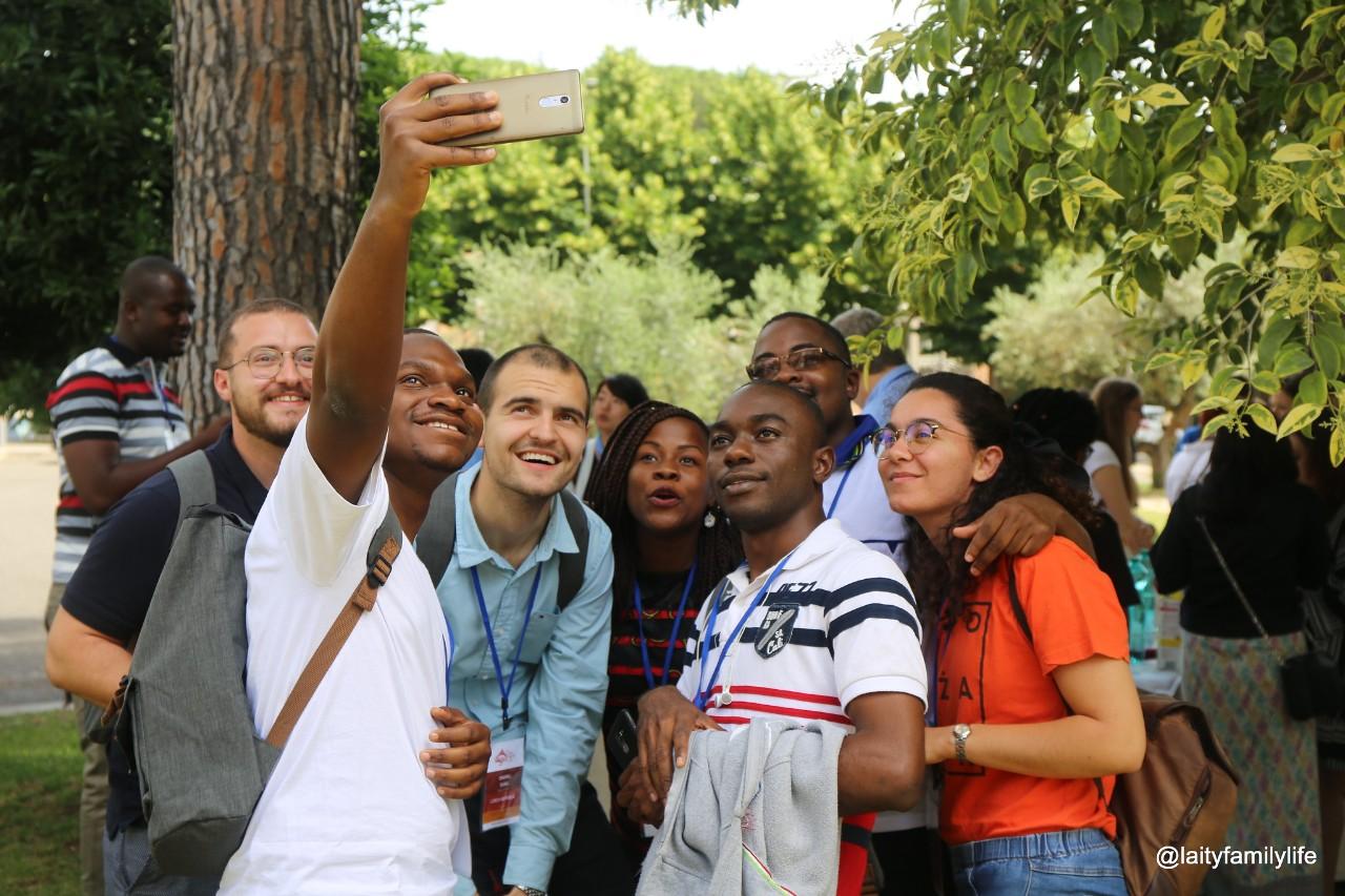 Jeunes participants au XIe forum international des jeunes à Rome